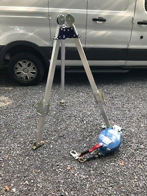 "Condor Confined Space System Tripod, 72"" To 84"" Ht, 310 L Load 30Hg82 New!"