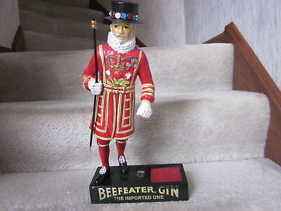 BeefEater Gin Back Bar statue