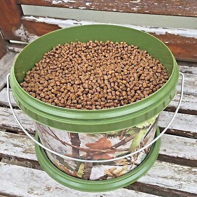 NGT 3L Camo Bait Bucket Filled with 4mm Skretting Carp Pellets