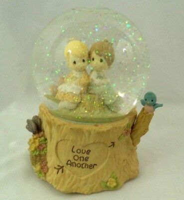 Precious Moments 1998 Love One Another Musical Snow Globe Sankyo Movement