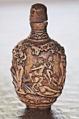 Fantastic antique hand carved Chinese snuff bottle. Nudes, erotic scene
