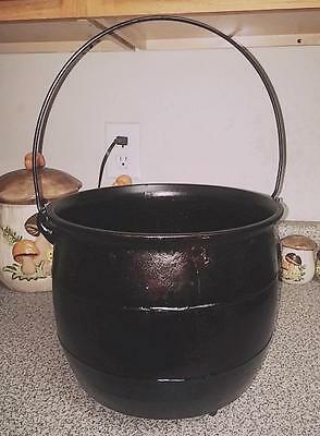 Very RARE 1830s Rustic Unique Cast Iron 3 Leg Signed 8 Cast Iron Bean Pot Kettle