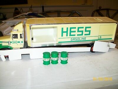 HessToy Truck Bank from 1987 w/barrels New in the box