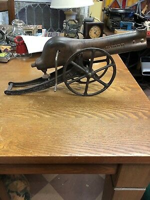 Antique Rapid Fire Gun 1907 Pat. Cast Iron Toy Cannon Young American