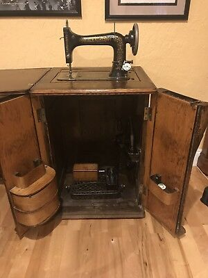 1900's New Home Sewing Machine Quarter Sawn Oak Cabinet All Original Working!
