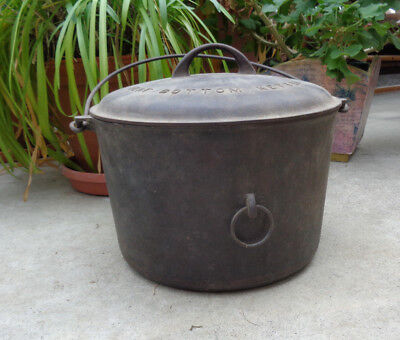 GRISWOLD cast iron kettle 812 ERIE #9, with lid 882 and side handle, flat bottom