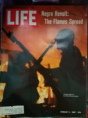 LIFE MAGAZINE AUGUST 4 TH 1967 NEGRO REVOLT: The Flames Spread Detroit Riots