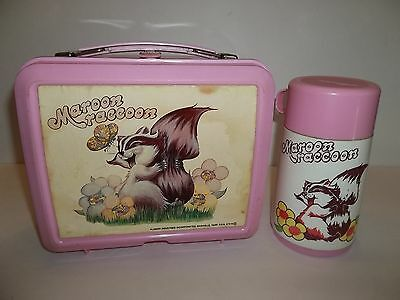 """Adorable Vintage """"maroon Racoon"""" Lunch Box W/ Thermos Aladon Usa"""