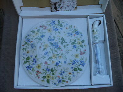 Andrea by Sadek -Round Porcelain Cheese Cutting Board Knife Set Springtime