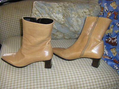 ETIENNE AIGNER CAMERA TAN LEATHER Side Zip Dress Ankle Boots 6 M Block Heel