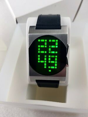 Flash 1970's Pulsar Tokyo Style Green LED/LCD Rare Old Vintage Digital Watch NOS