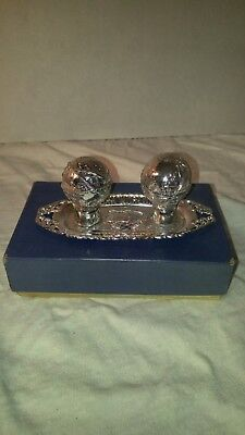 1964 - 1965 New York Worlds Fair Unisphere Salt And Pepper Shakers With Tray