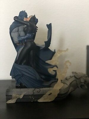 Batman Catwoman Kiss Hush Full Size Statue As Is Dc Collectibles