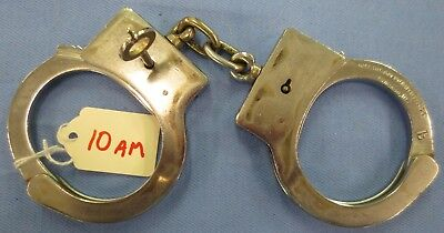VINTAGE Police AMERICAN MUNITIONS CO. HAND CUFFS With Key