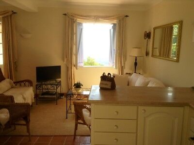 Traditional village 2 bedroom house in Provence.Fantastic views. Lovely village