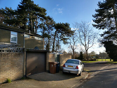 Three bedroom house with a garage in Northampton, NO CHAIN, private sale