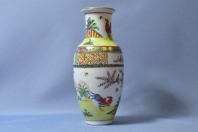 Antique Chinese hand painted porcelain with peacock patterns vase DSC_00829
