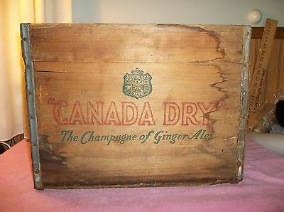 "VINTAGE ""1947"" CANADA DRY GINGER ALE QUART WOOD w/ METAL STRAP BOX W/GRAPHICS"
