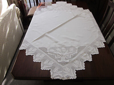 Gorgeous Vintage White Filet Crochet Tulips Edge Tablecloth