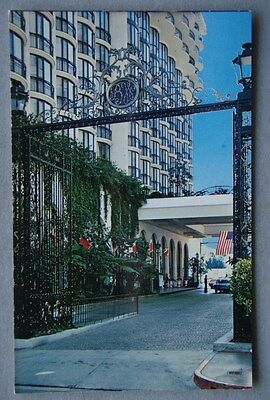 Beverly Wilshire Hotel Calif. El Camineo Real - Private driveway Postcard (P228)