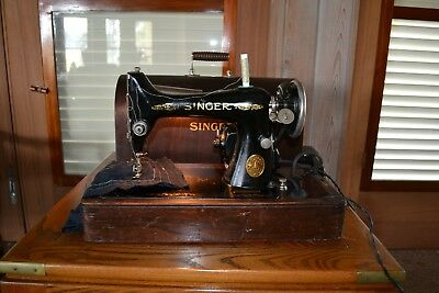 Singer Model AA70874 Sewing Machine Antique 1925 in Wooden Carry Case VINTAGE