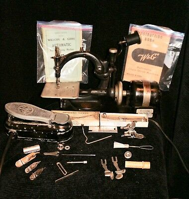 Wilcox Gibbs Chain Stitch Sewing Machine Electric With Instructions & Accesories