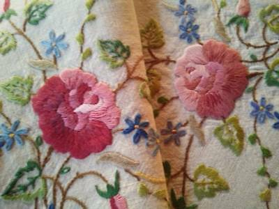 Beautiful Roses/Buds ~ Vintage Heavily Hand embroidered Centrepiece