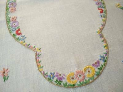 Sweet Cottage Flowers ~ Vintage Hand Embroidered Centrepiece/mat