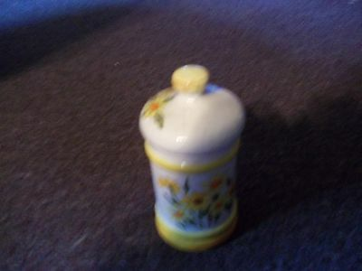 vintage Sears and Robuck yellow and white ceramic canister 1378 Japan 6x3 in