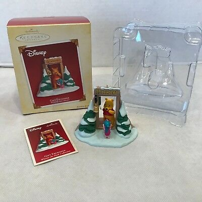 Hallmark Keepsake Ornament Disney Winnie the Pooh & Piglet Gift Exchange