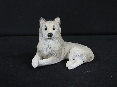 Wolf Stone Outters Outdoor Nature Gray White Figurine