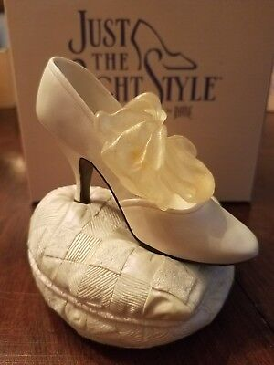 """Just The Right Shoe """"Devoted-To-You"""" Mini Shoe Musicbox"""