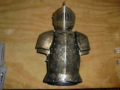 Suit of Armor Knight Decanter Set w/ 4 Shot Glasses made in japan