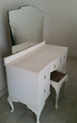 Queen anne dressing table FINAL PRICE need this gone!