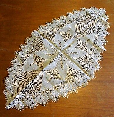 ANTIQUE ORNATE LACE CROCHET TABLE RUNNER CENTREPIECE - DIAMOND SHAPED 109cm x 61