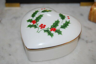 Nice Vintage Holly & Gold Work Decorated Christmas Porcelain Heart Cabinet Box