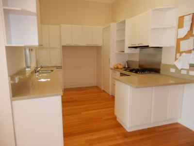 KITCHEN COMPLETE WITH APPLIANCES, U SHAPE, OFF WHITE WITH STONE TOP, 5k