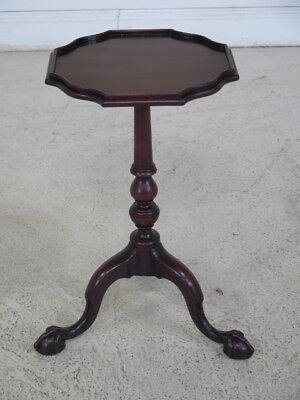F44178EC: MASTERCRAFTSMEN High Quality Claw Foot Mahogany Occasional Stand