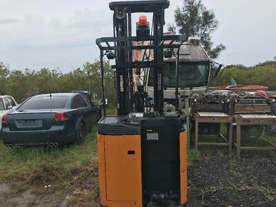 Toyota FBRE 15 Fork Lift electric