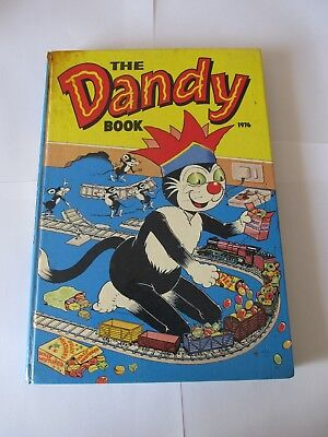 Dandy Album 1976, excellent condition, minor discolouring at the top.