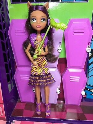 Monster High Doll - Clawdeen Wolf - Welcome to Monster High - Great Condition