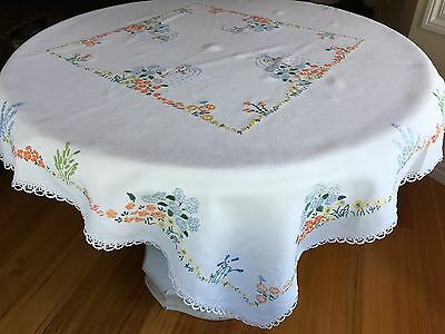 VINTAGE 1940s WHITE LINEN HAND EMBROIDERED TABLECLOTH CROCHETED EDGE 106X113CM