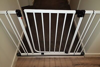BABY Safety Baby Rail Swing Close Security Gate pets too