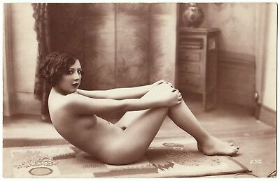 1910 Original French RPPC Nude Voluptuous Girl Beauty Morning Gym
