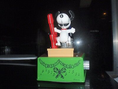 Hallmark 2017 PEANUTS  DANCE PARTY SNOOPY Brand New