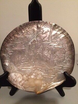ANTIQUE CHINESE FINELY CARVED LARGE MOTHER OF PEARL SHELL (18th/19th century)