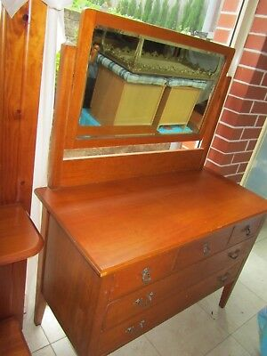 Timber  Dressing Table With Beveled Mirror and 5 drawers,easy transport