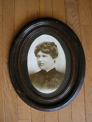 Early 1900s OVAL WOOD FRAMED PORTRAIT - Victorian - Young Lady