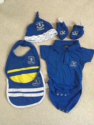 Everton baby kit 0-3 months bibs vest hat and mittens. Blue.
