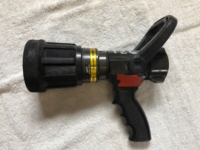 Akron Assault Nozzle Style 4820 Automatic 200 Psi Max 14 Bar Max 200 Gpm  1-1/2""